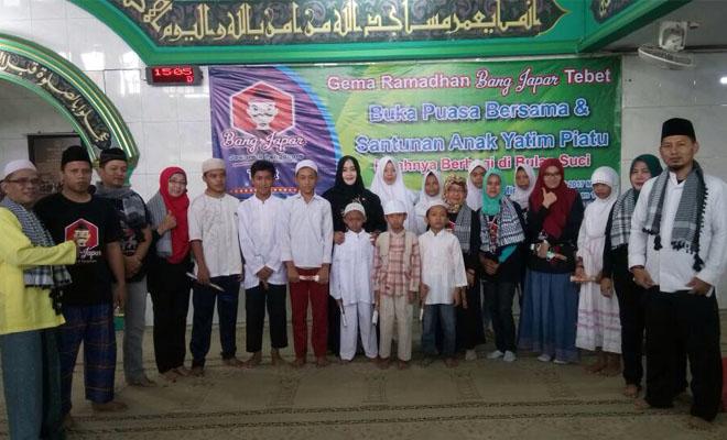 Bang Japar Se-Kecamatan Tebet Santuni Anak Yatim Piatu dan Buka Bersama