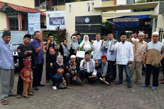 Ketua Umum Gerakan Nasional Anti Miras (GeNAM) ini bersilaturahmi (Takziah) kerumah Muhammad Sri Sarjono (Bang Goci)