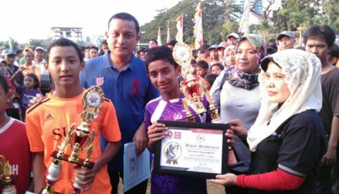 Senator Fahira Idris Beri Penghargaan pada Festival Olahraga Rakyat Palmerah