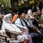 Bang Japar, Fahira Idris, Anies Baswedan nonton Lenong Betawi